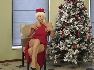 Aged blonde Sylvie is masturbating punani under the Xmas three