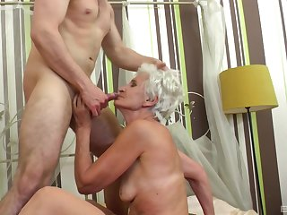 Granny fits the man's huge dong all the way up her cunt