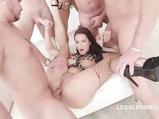 Jolee Love is having group sex in the middle of the day and enjoying it a lot