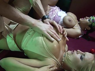 Sizzling sexual exploration with Carmella Bing and Cassie Morgan
