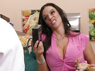Amateur dude with a long dick enjoys having sex with MILF Ariella Ferrera
