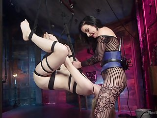 Sexy babes Dolly Leigh and Veruca James pleasure each other