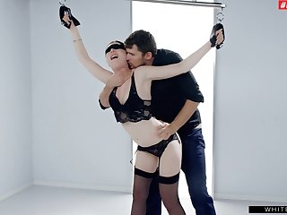 Softcore bondage intrigues and excites sexy girl Mia Evans
