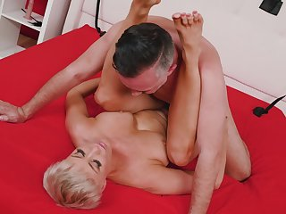 Short haired babe takes his big cock balls deep inside her